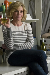 Julie Bowen holding a glass of white wine